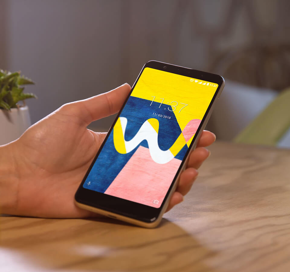 VIEW LITE with a Wiko yellow and blue coloured wallpaper